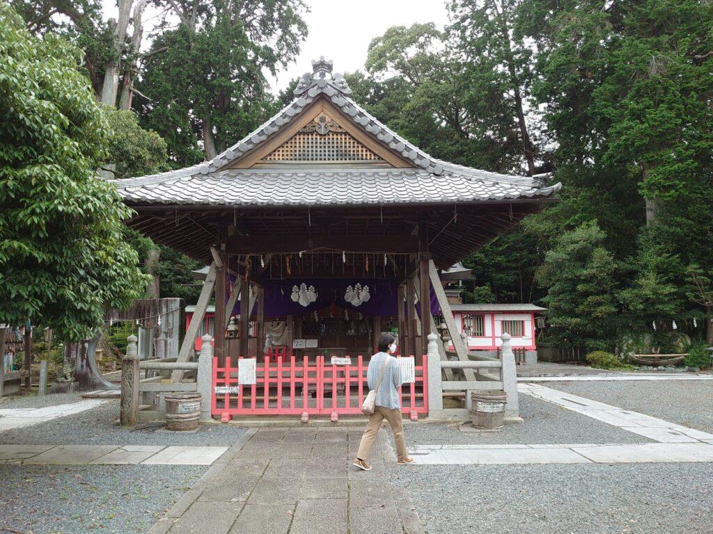 薭田野神社  舞殿と御本殿