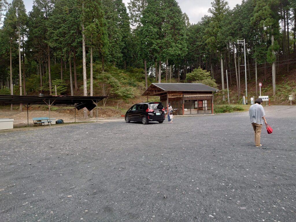 猿丸神社 駐車場